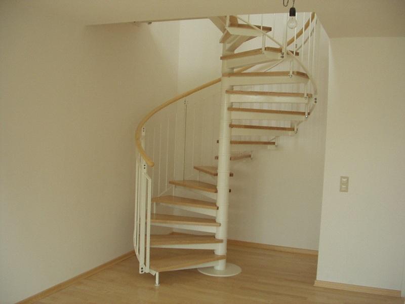 vulkan schmiede treppen und gelaender 015 wendeltreppe modern mit holzhandlauf. Black Bedroom Furniture Sets. Home Design Ideas